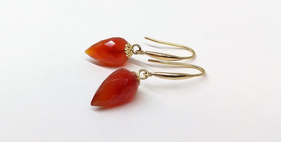 Ohrringe mit facettierten Karneol-Pendeln, Bügel 750 Gelbgold