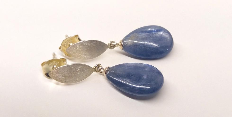 Ohrringe aus Kyanit Tropfen, Stecker Silber